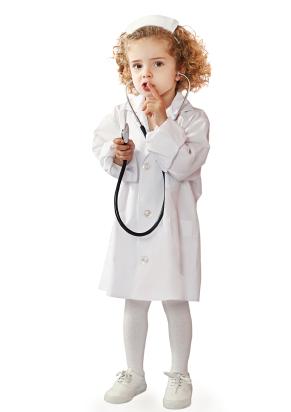 Mädchen als Krankenschwester. Kinderheilkunde Taufkirchen